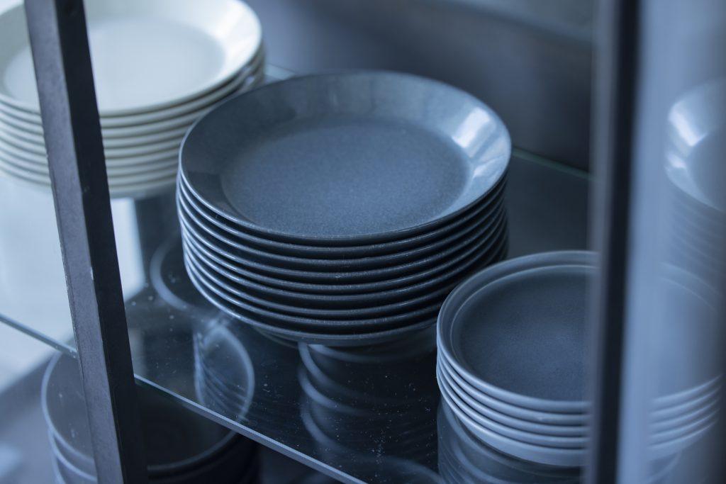 新生活に役立つ!毎日キッチンが快適になる「食器収納グッズ」を大公開
