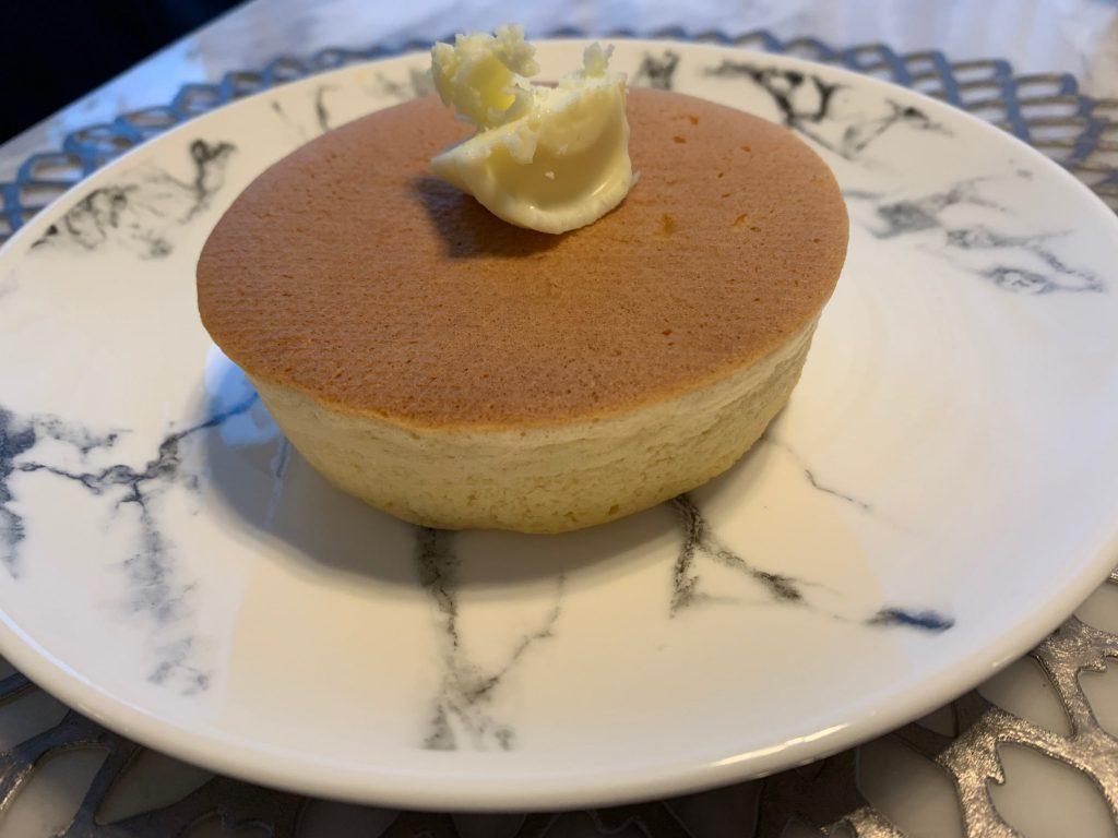 【手土産】見た目も味も満足!「ぺトラブランカ」の分厚いホットケーキ